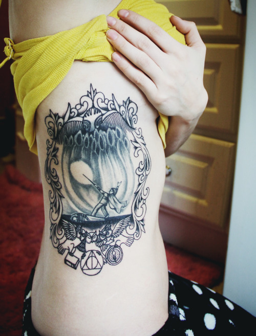 fuckyeahtattoos:  chapter art from prisoner of azkaban done by dj at blind faith tattoo, bangor ME frame work done by jeremiah at iron works tattoo, portsmouth NH  Pretty cool, even though I am not a fan of PoA. Neat idea, still