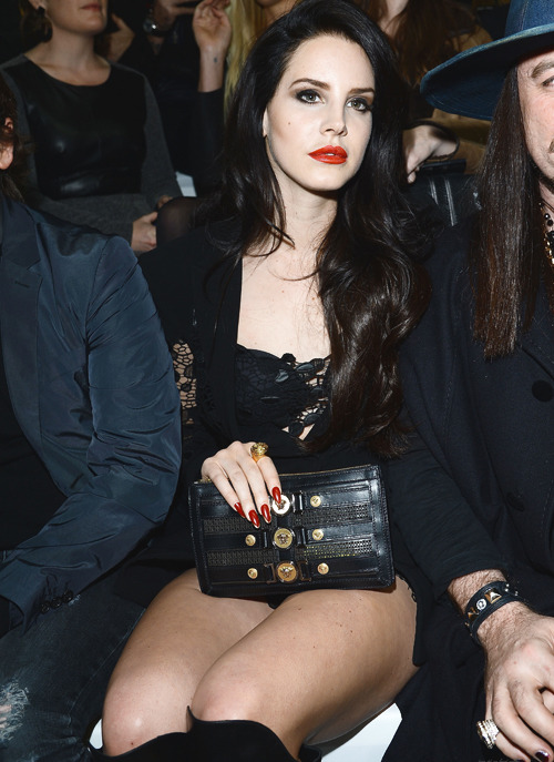 dellrey:  Lana Del Rey at @ Versaces Fall/Winter 2013-14 Fashion Show - Feb 22th, 2013