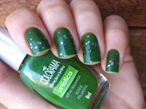 Verde Palmeira (Colorama) + Night in New York (Kolt) Facebook http://gabis-nails.blogspot.com.br/2013/04/verde-palmeira-colorama-night-in-new.html