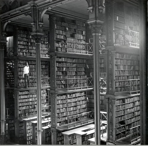 lostsplendor:  Stacked: Public Library of Cincinnati, date unknown (via Buzzfeed)