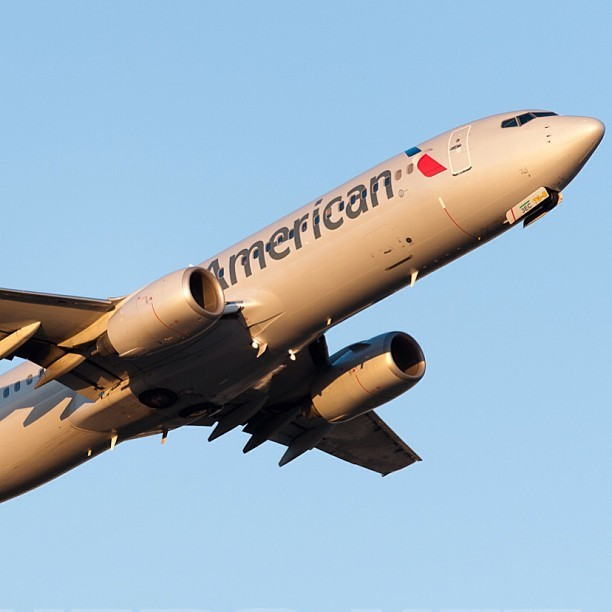 danielcowherd:  Boeing 737-800 #americanairlines #airplanespics  New livery looks good from this angle