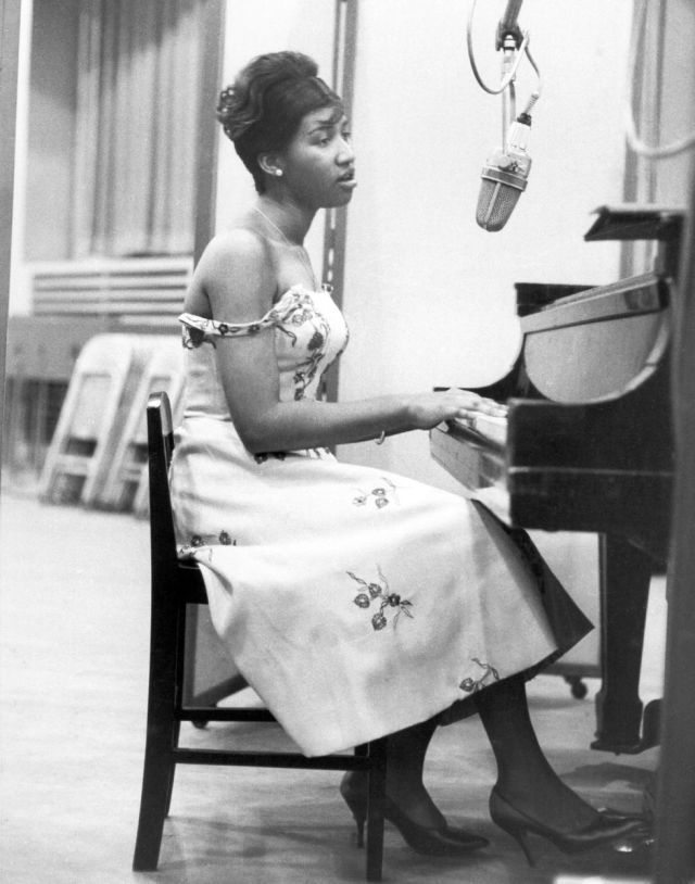 Aretha Franklin wears an off-the-shoulder floral print dress while recording at the piano at Columbia Studios in New York, 1962. #Aretha Franklin#1962#1960s fashion#piano#musical instruments