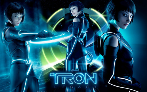 I'm thinking about cosplaying as Quorra from Tron: Legacy at Acen this May… That way I'd be able to visit Melissa's 8-bit Classics booth, as well as try working with both EL wire and latex for the first time. :o I haven't cosplayed for years and I can't decide if I'm nervous or excited! Anyone have advice on working with EL wire or latex!?