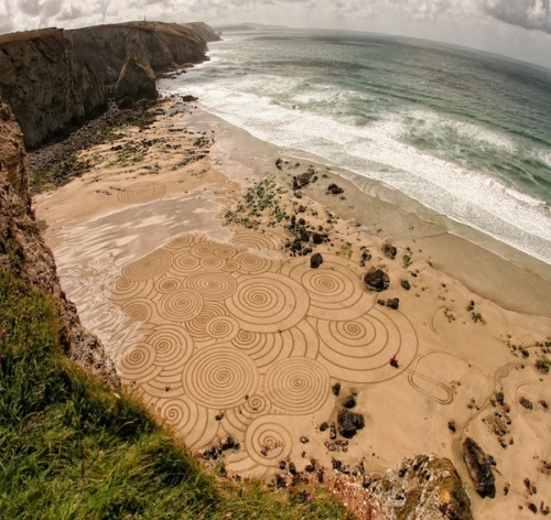 Sand Art by Tony Plant These amazing beach drawings may only be seen for a short period of time before the tide carries them away but Tony Plant has continued to create these ephemeral works of art for over 20 years. I've embedded a wonderful video below which shows his work in more detail.  Artists: | Website | Tumblr | [via: Faith is Torment]  Must Watch: