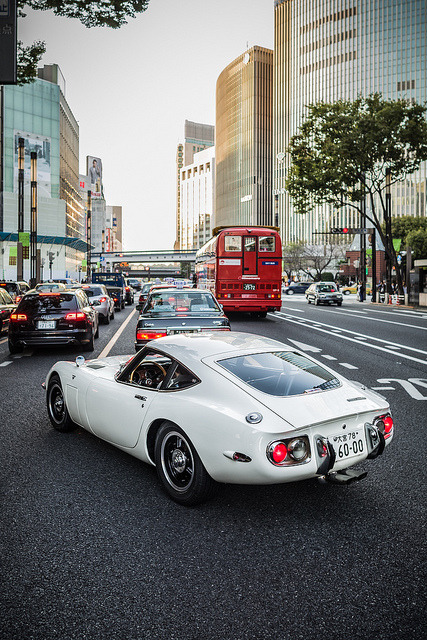 imcallingshots:  20121021_01_TOYOTA 2000GT by foxfoto_archives on Flickr.