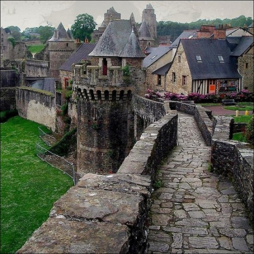 bluepueblo:  Castle Rampart, Fougeres, France photo via martin