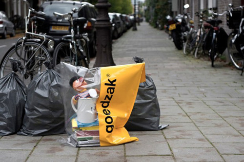 (via Sidewalk Bags Give Unwanted Goods a Second Life | Wired Design | Wired.com)