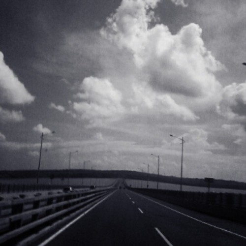 (ヾ(´・ω・`)さようなら #goodbye #bridge #road #memory #cloud #grey #white #surabaya #madura #today #happyeverafter #indonesia #love  (at Jembatan Suramadu (Suramadu Bridge))