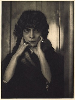 Marchesa Luisa Casati, 1919by A. De Meyer 'Luisa was an italian heiress who lived in an opulent and splendorous life. Her evening strolls made her quite scandalous because she was naked beneath her furs, walking around with her cheetahs on diamond studded leads. And, she gets stranger: she used to have dinner with mannequins. It's believed that some of those contained ashes from past lovers.' (via Mademoiselle M)