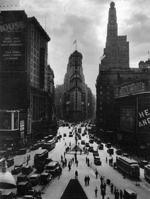 adanvc:  Times Square, 1935. (via)