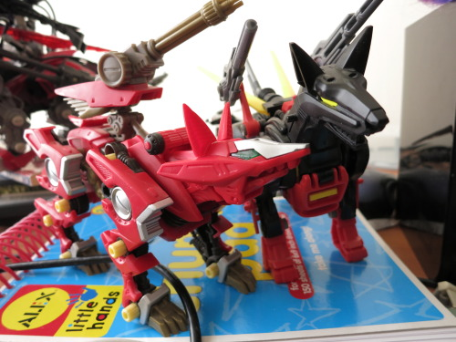 pointytilly:  Zoids that look unexpectedly nice together:  Fire Fox and Siegdober.  Zeekdober.  Whatever.  (Somewhere, German is sad.)  They're not even the same red (Siegdober's is more glossy and the tiniest bit more orange), and Fire Fox has dark brown, not black, but…somehow they look like they should be friends despite being very differing sorts of Empire.  They're definitely up to something.