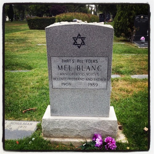 That's all folks! #MelBlanc #hollywoodforevercemetary (at Hollywood Forever Cemetery)