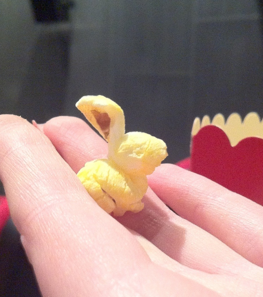 pastelbat:  Omgomgomg this popcorn looks like a bunny OAO cutest popcorn ever!!!