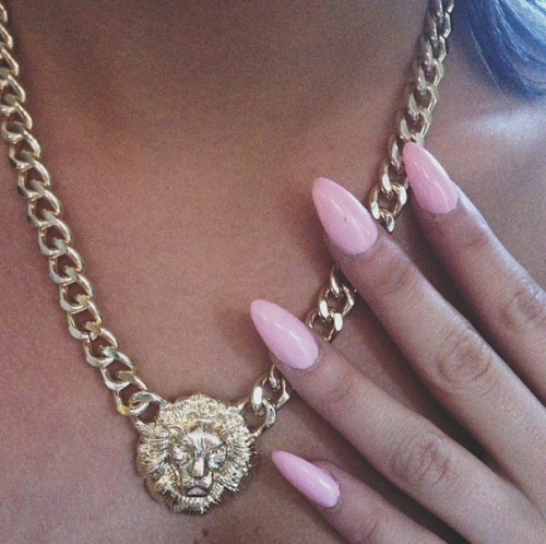 voguememoirs:  vynox:  My nails are identical.  we have the same necklace! :D