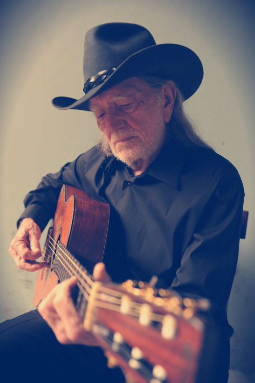 trucklover21:  camouflagebikinitops:  Why does Willie Nelson only have 50 notes?  because no one is old enough to recognize who he is and what's he's done for country :)