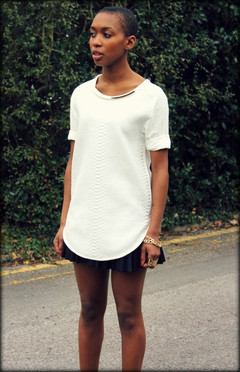 Coat - Zara - old stock  T-shirt - Zara £29.99  http://www.zara.com/webapp/wcs/stores/servlet/product/uk/en/zara-neu-S2013/358008/1113085/SNAKE%20PATTERN%20TOP%20WITH%20COLLAR%20DETAIL  Rings - Asos £8  http://www.asos.com/ASOS/ASOS-Pack-of-8-Smooth-Rings/Prod/pgeproduct.aspx?iid=2329637&cid=11407&sh=0&pge=0&pgesize=-1&sort=-1&clr=Gold  Bracelets - Asos £8 http://www.asos.com/ASOS/ASOS-Pack-Of-Two-Chain-Bracelets/Prod/pgeproduct.aspx?iid=2250345&cid=11410&sh=0&pge=1&pgesize=200&sort=-1&clr=Gold   Skirt - H&M old stock