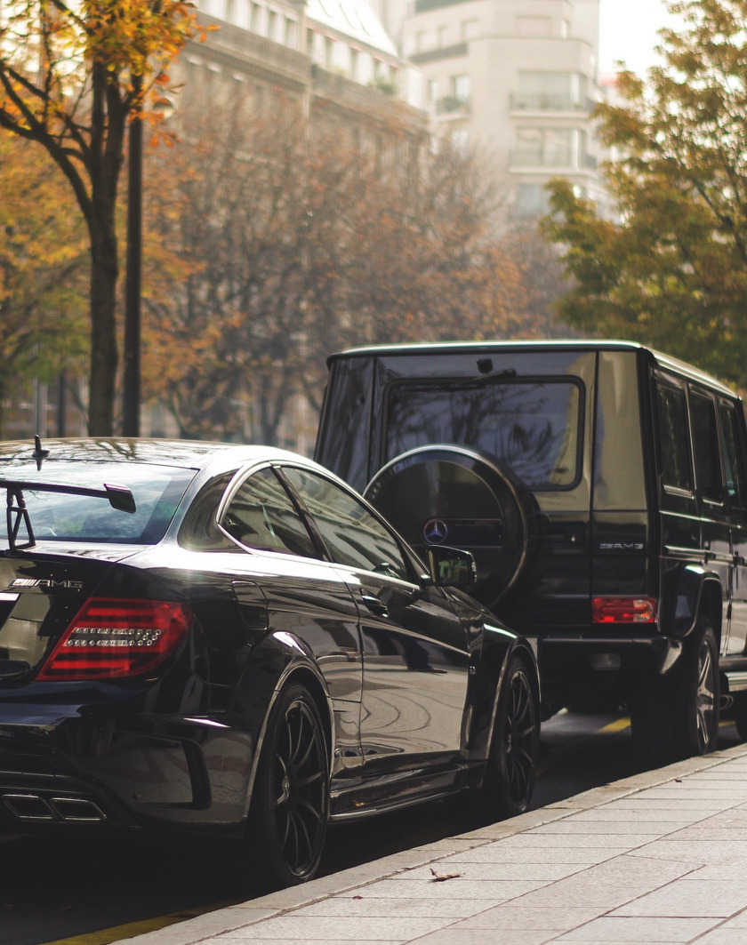 visualcocaine:  C63 Black & G55 AMG via Arnaud Bailly
