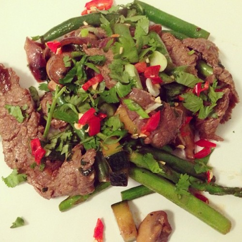 [HomeCookin] flank steak stir fry w/ beans, asparagus, mushrooms & honey/oyster sauce. [Marinate] 3/4 lb of thinly sliced flank steak in 1 tablespoon of olive oil, 1 tablespoon of honey, 1/2 teaspoon of chili flakes, juice of half a lemon and a drizzle of soy sauce. Add a stalk of bashed lemon grass & some chopped cilantro. [Chop] handful of green beans, clove of garlic, a handful of asparagus, half a zucchini and half an onion. Roughly chop a cup of mushrooms.  [Wok Fry] the marinated beef in batches until almost cooked through. Reserve in bowl to side. On high heat, saute the veggies in this order… garlic, onion, green beans, mushrooms, zucchini and asparagus.  Once the veggies are just tender (still some crunch) add the beef to the wok.  Toss with 1 tablespoon of oyster sauce, 1 teaspoon of honey and 1 teaspoon of Sriracha. Season with salt & pepper. [Serve] with brown rice and garnish with scallions, chillies and cilantro.    #food #cooking #eastvillage #nyc #steak #chinese #foodporn