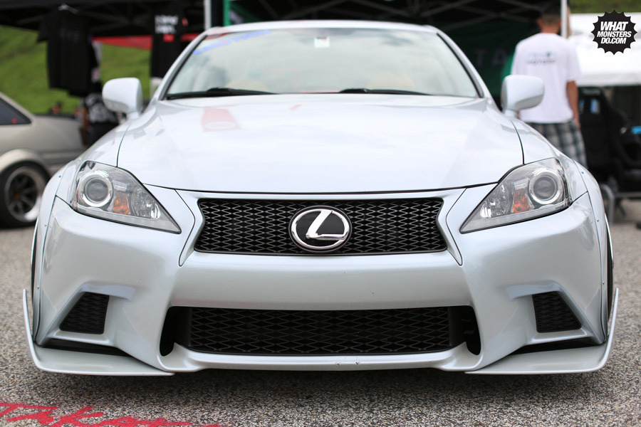 whatmonstersdo:  LEXUS LOVE