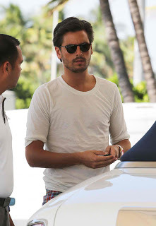 Am I the only person that thinks Scott Disick is absolutely irresistibly sexy with facial hair? Good god I would fuck that all damn night. Yes.
