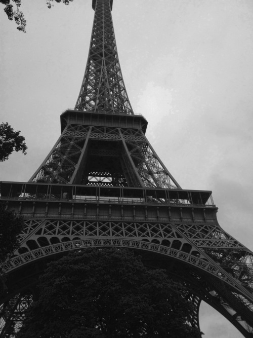 elefantvoyage:  'Beneath the Eiffel.' Paris, France