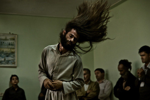 kchikurdi:  Sufi Whirling 2 [flickr] Kurdish man from Kermanshah, Eastern Kurdistan.   Very cool
