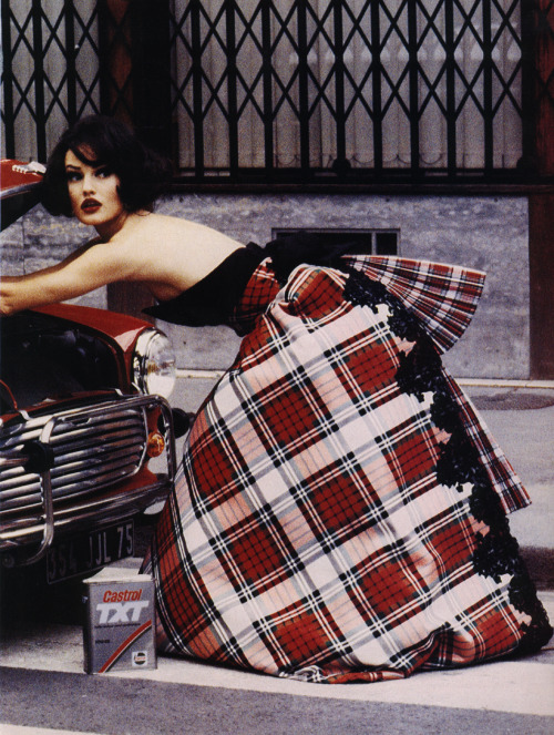 """Paris Lightens Up"", Vogue US, October 1991Photographer : Ellen von UnwerthModel : Karen Mulder"