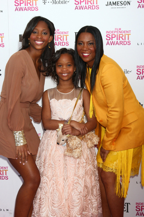 Actress Quvenzhane Wallis, mother Qulyndreia Wallis and sister Qunyquekya Wallis 2013 Film Independent Spirit Awards at Santa Monica Beach