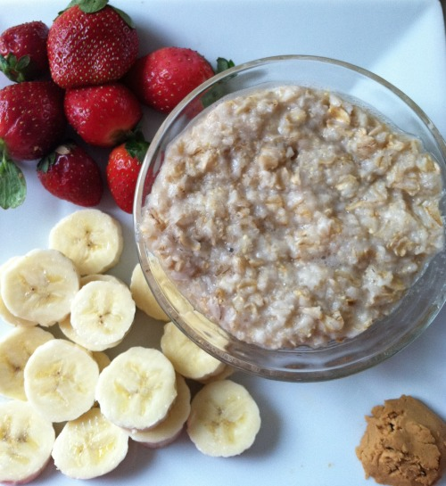 it-only-makesmestronger:  Breakfast, discovered my new obsession of oatmeal and banana