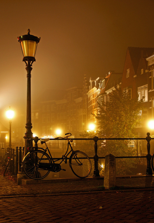 crimsun:  Bicycle, Oude gracht, Utrecht at Night by lambertwm