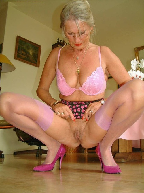 Mature amature hot milf in hotel room