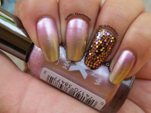 victoriasnails:  Gold sponged tips.  Glitter placement can be such a pain, but I also find it rather relaxing. Colors used:  Sally Hansen - Pink Satin, Golden-I