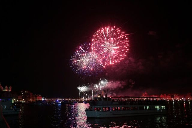 Fuochi festa del Redentore 2021 #fireworks #veneziagram #venezia #veneziaunica #festadelredentore #festadelredentore2021 #veneto #instagram #insta #instalike #instamoment #instaart #instafireworks #igers #igersitalia #ig_italy #igtravel #igdaily #fireworks💥 #fireworkphotography #fireworks🎆 #fireworknight #ph_prestini #venicebeach #veniceitaly #venifornication #lachicvenice #instalove #travel #travelphotography  (presso Laguna di Venezia) https://www.instagram.com/p/CRrYiThh4pm/?utm_medium=tumblr #fireworks#veneziagram#venezia#veneziaunica#festadelredentore#festadelredentore2021#veneto#instagram#insta#instalike#instamoment#instaart#instafireworks#igers#igersitalia#ig_italy#igtravel#igdaily#fireworks💥#fireworkphotography#fireworks🎆#fireworknight#ph_prestini#venicebeach#veniceitaly#venifornication#lachicvenice#instalove#travel#travelphotography