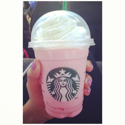Starbucks on a day like this 🙌 #cottoncandyfrappuccino #starbucks #foodporn