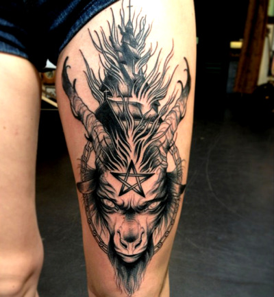 thievinggenius:  Tattoo done by Greggletron.