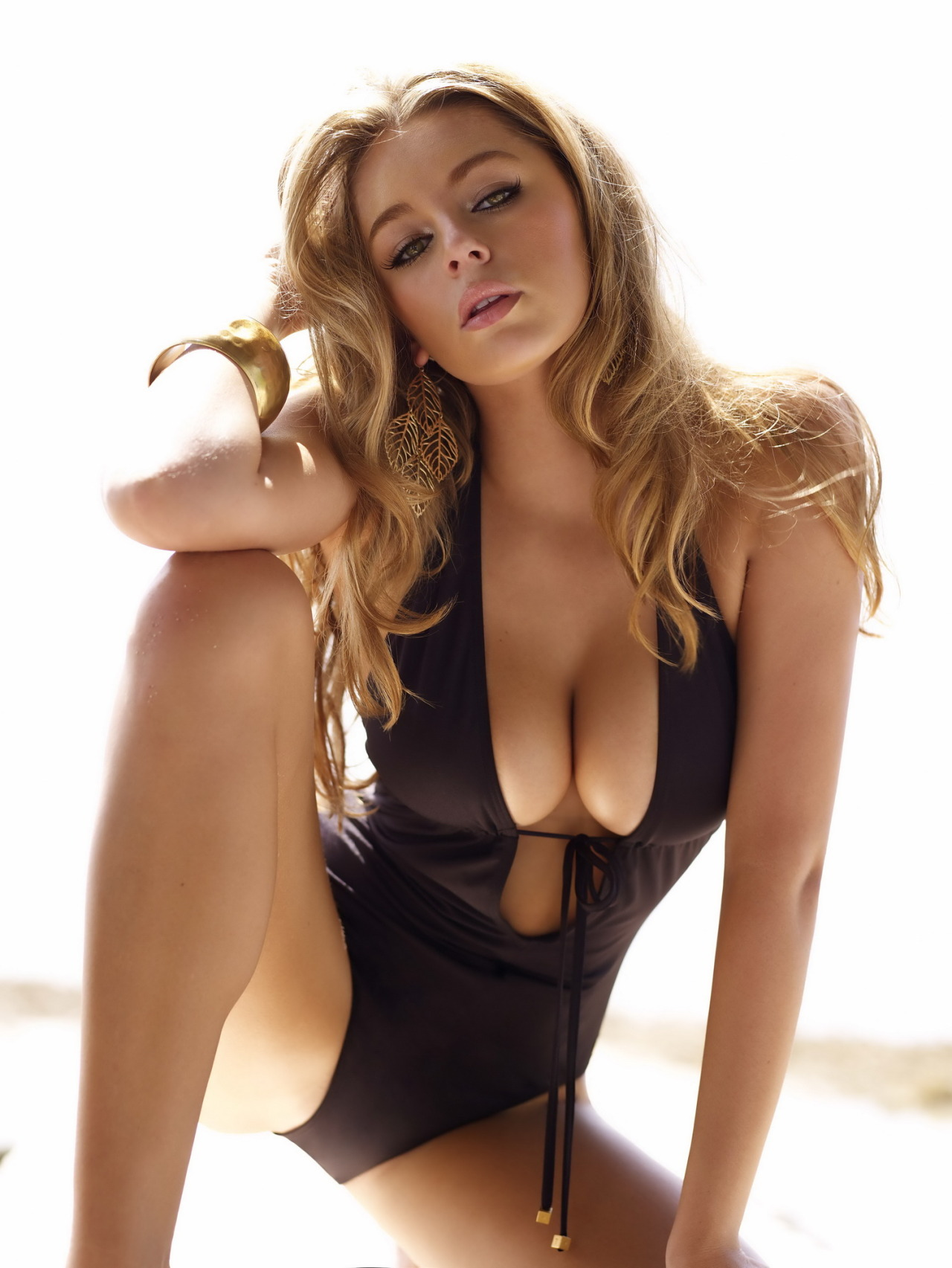 aetroll:  Keeley Hazell Enjoy this sexy English model, born 1986. Read more here.