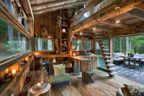theamericankid:  Wood cabin in the forest