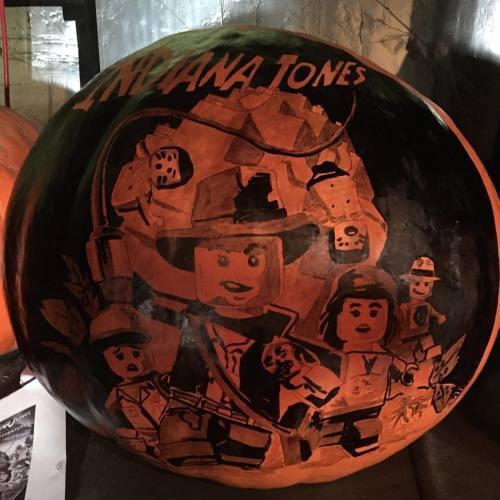 Indiana Jones pumpkin! #kellystarspangled #autumn #artist #art #pumpkin #pumpkinart #jackolanternspectacular #rogerwilliamszoo #ink #inktober #illustration #indianajones #lucasfilm