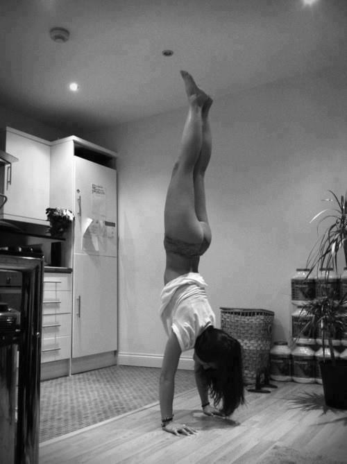 randy-gets-fit:  Dat ass….upside down :)