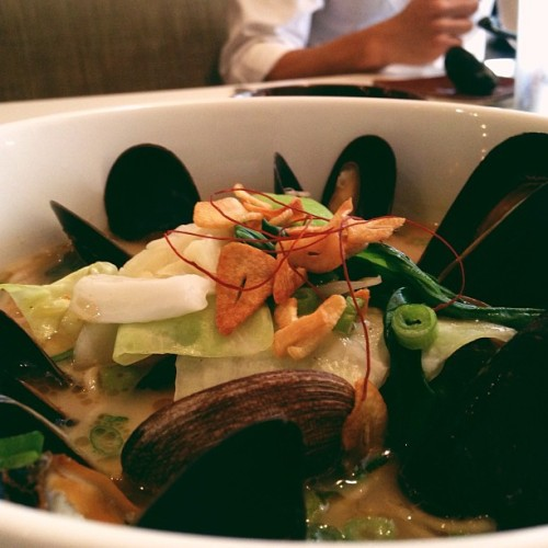 Slurping Turtle's new roasted garlic ramen with clams and mussels everywhere. #souping (at Slurping Turtle)