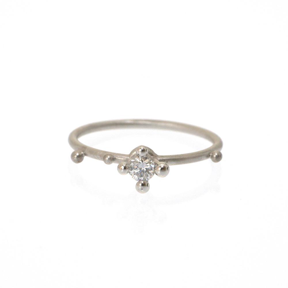 屋久島で作る婚約指輪 白バック ダイヤモンド プラチナ 正面