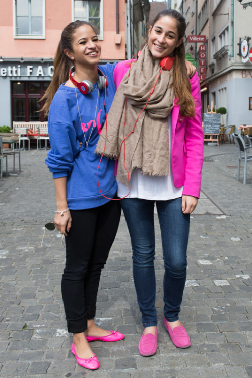 "Ich liebe die ""what do you wear"" - Reihe von selenapb's Blog. Sie geht durch die Strassen und fragt die Leute was sie tragen und speziell, wieso dass sie genau das tragen was sie tragen. Hier eine Q & A mit Kiara und Geraldine. Von mir ein Kompliment für deine Mühe und deine Post's!    Fashion Streeters Zürich – May 2013 I hit the streets of Zürich to discover what people are wearing and a little bit of why they liked it. I was delighted that most people were willing to talk with me and share a little bit about their clothing with me. It was fascinating to explore the colours and textures that people are wearing on the streets this spring! Kiara (law student) and Geraldine (student of international relations) Q – Kiara, what are you wearing today? A -  I am wearing a pink blazer, a white tank top, a beige scarf, jeans and pink shoes. Q – Can you tell me where you got these things? A – Most everything is from Zara and the shoes are from Tod's. Q – Geraldine, what are you wearing today? A – I have a sweater from En Soie, pants from Zara, and the shoes, I can't remember where I got them from. Q – Kiara, in your opinion, what your favourite thing that Geraldine is wearing today? A – The sweater, because it's cool. Q – And Geraldine, what do you think is the favourite thing Kiara is wearing? A – The shoes, because I have the same ones! *This series of photos is inspired from a column called ""Fashion Streeters"" published in the Gateway newspaper, an idea put together from Julianna Damer and Dan McKechnie. Please also note that all conversations were translated from Swiss German or High German into English, and therefore some liberties may have been taken during my translation.*"