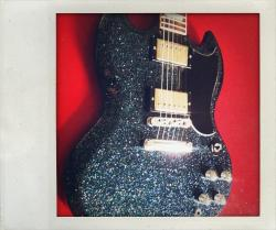 Fabulous Gibson SG in sparkle finish… I LOVE it! via Gibson Germany on Twitter