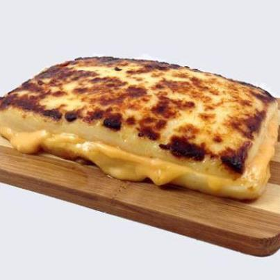rhamphotheca:  WHAT IF WE PUT SOME CHEESE INSIDE OF SOME CHEESE AND THEN CHEESE CHEESE CHEESE and CHHEEAffffEDERSASEEEE… (Grist.org:  Revolutionary new grilled cheese sandwich replaces bread with more cheese)