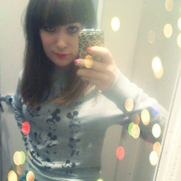 Mickey Mouse top :) #MickeyMouse #Sweater #Grey #Selfie #Mirror #Brunette #Leopard #Fringe #Disney