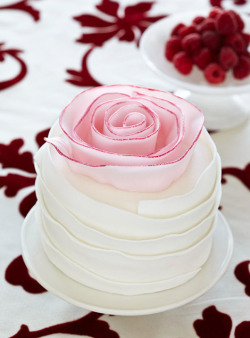 weddinginspirasi:  Mini Wedding Cake - Vanilla Cake with Strawberries This recipe makes two cakes; each cake requires one pan. To completely finish both cakes at once, double the amount of strawberries, Vanilla Whipped Cream, and fondant. (Read more at Classic Cakes, Just for Two, with Recipes)