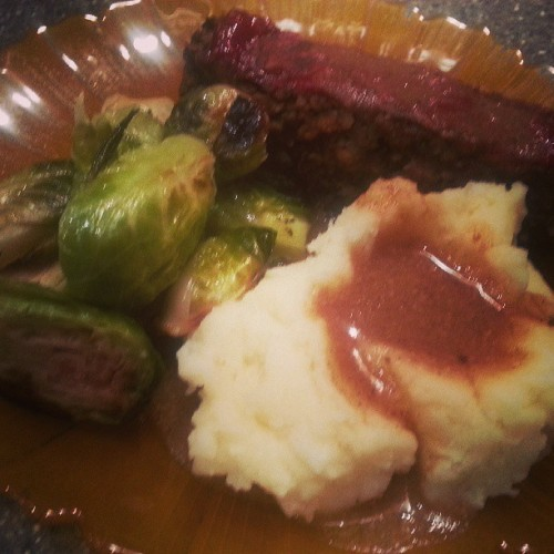 Engine 2 Lynn's meatloaf, mashed potatoes, roasted Brussels sprouts, happy brown gravy. Leftovers from yesterday's dinner.#e2 #engine2 #happyherbivore #vegan #plantstrong #vegetarian