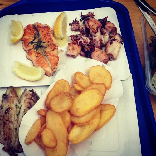budaörsi #halpiac still #rocks #fishmonger #lunch #ilovefish #heaven #food #mik 😳💓