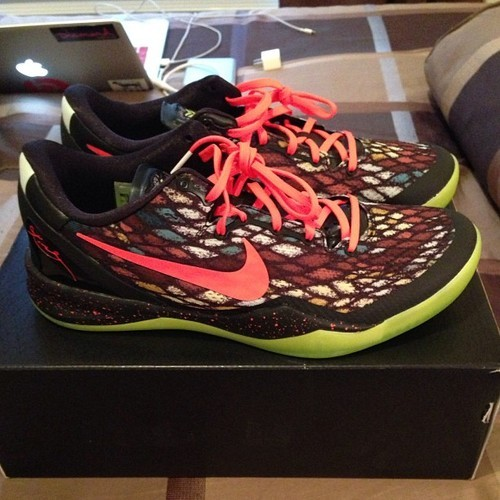 fuckyeahnikes:  x mas kobe 8's size 11 taking offers and trade…no low ball and weak trade offers  chasewattshundreds.tumblr.com