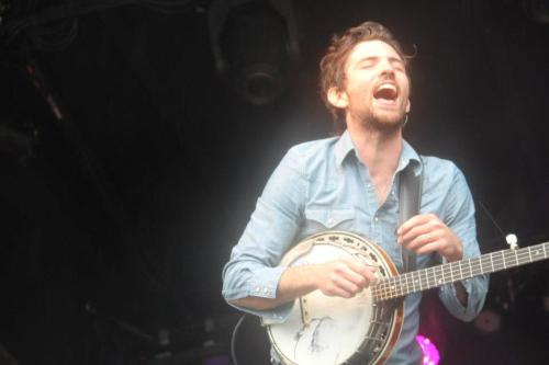 oksoiwaswrongabout:  Scott Avett at MerleFest.  omg